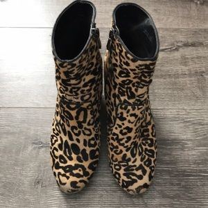 Leopard print ankle boots with wedge